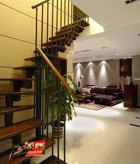 钢木结构的楼梯有很多种造型